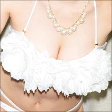 現役OLグラドルの栗崎結衣、初DVDで同僚もビックリの過激ショット連発!!
