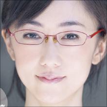 唐橋ユミ、メガネキャラの次はお色気キャラで勝負!? キワどい三角ゾーンが話題!