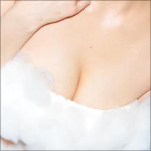 「ヤバイ部分が映らないか心配で…」 童顔巨乳で人気の水月桃子、初泡ブラでHカップおっぱいがあわや!?