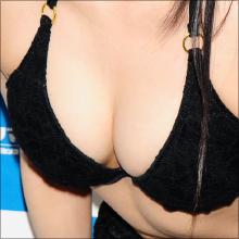 胸と下を泡だけで隠してほぼ裸! 美少女系グラドル・西野かずは、衝撃のグラビアデビュー!!
