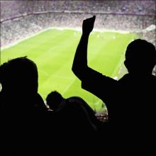 太鼓のリズムに合わせて腰振り! サッカー観戦中にパンツをずらして挿入