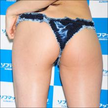 33歳の現役レースクイーン岩崎真奈! 8年ぶりのDVDでお尻や胸を揉まれまくり!?