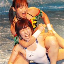 ポロリの連続にぬるぬるローション相撲も! 美女だらけのキャットファイトに大興奮!