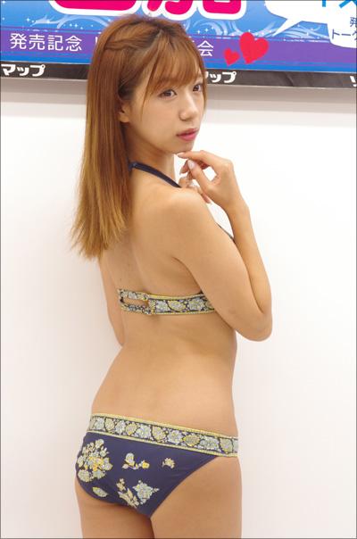 上は裸でシャツだけ羽織り…可愛すぎるキス顔で話題の星島沙也加、攻めのセカンドDVD!!の画像5