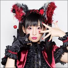 話題の魔界アイドル・椎名ひかり、ファンを土下座させて頭を踏む過激なファンサービス