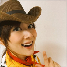 色っぽすぎるREINA&なぜか胸を揉む岡田萌枝…個性派女芸人がセクシーショットで話題に