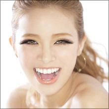 「朝から便がなかなか通らなかった」 モデル・尾崎紗代子、珍発言とギャル度の高さで話題に!