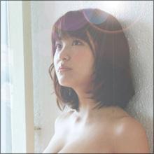 「まるで3D画像のようだ」 グラドル・岸明日香のセクシーブログ写真が話題