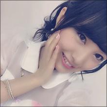 "AKB48新センター、ライブでパンモロ! 豪快な開脚姿に""推し宣言""続出"