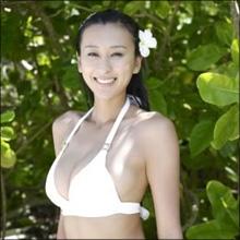 """浅田舞、安定の着衣巨乳でファンを魅了! 存在感を増す""""舞乳""""と飾らない人柄"""