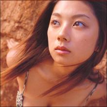 """小池栄子の""""巨乳伝""""がセクシーすぎる…衰え知らずのボディとバラエティ能力"""