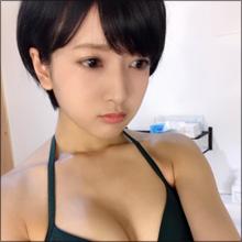 離れ乳ショットがセクシー! NMB48次世代エース候補、ビキニ姿披露で注目度上昇中