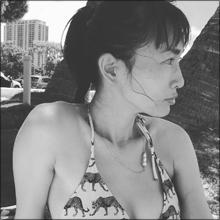 長谷川京子、色気際立つ美乳ショット…大胆ビキニで谷間披露