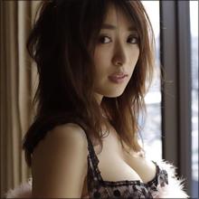 とんでもない着衣巨乳! モデル・泉里香、バーベキューで明石家さんまをメロメロに