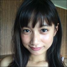 「キュートなのに色気がすごい!」 注目美少女・武田あやな、網タイツ&GANTZグラビアが大評判