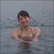 「グラビア界屈指のくびれ美女」佐藤美希、F乳あらわな温泉ショット!