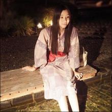 足立梨花、デート風SNSショットに歓喜の声! ちょっぴりセクシーな姿でファンを魅了