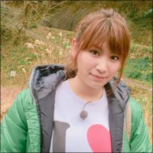 久松郁実、温泉ショット2連発で大人の色気! こんもりとしたバストの谷間にファン釘づけ