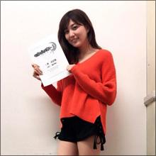 「とんでもない美脚」モデル・岩崎名美のミニスカ姿に熱視線!