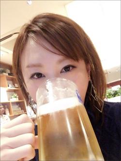 高橋真麻、ジョッキ片手の写真が美人すぎる! 10キロ増の爆乳化でも話題にの画像1