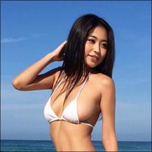 【SNSセクシー】夏を感じさせる開放的ビキニショット!