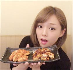 篠崎愛、実際の胸のサイズは未知数!? 感触を確かめた指原莉乃は「こんなの初めて!」と驚きの声の画像1