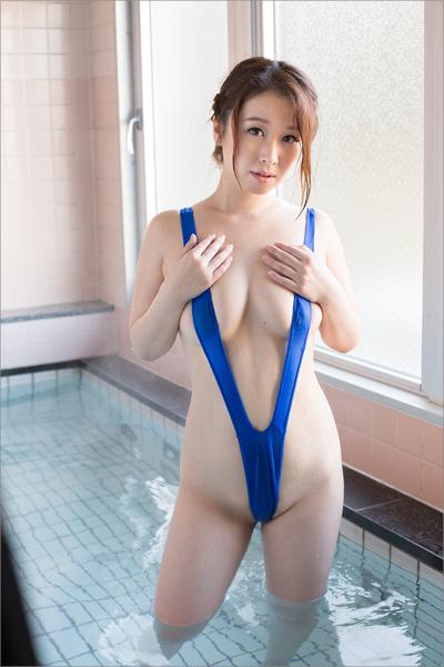モッチリ系お姉さんのキケンな遊び! 柔肌グラドル・八木沢莉央、お股を広げて男性客を誘惑の画像2