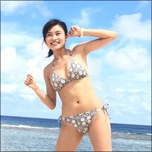 小島瑠璃子、美巨乳揺らしてグアムで大はしゃぎ! 期待通りのビキニショットにファン歓喜