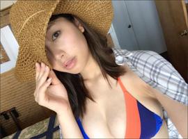 稲村亜美、美巨乳ショットに大反響! 発売迫る「最初で最後の露出が高い写真集」にファンの期待高まるの画像1