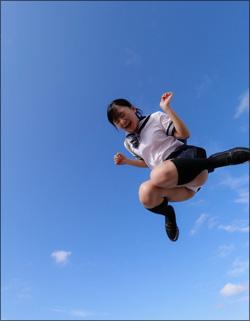 「制服美少女」西永彩奈、スーパージャンプで絶景パンチラ!の画像1