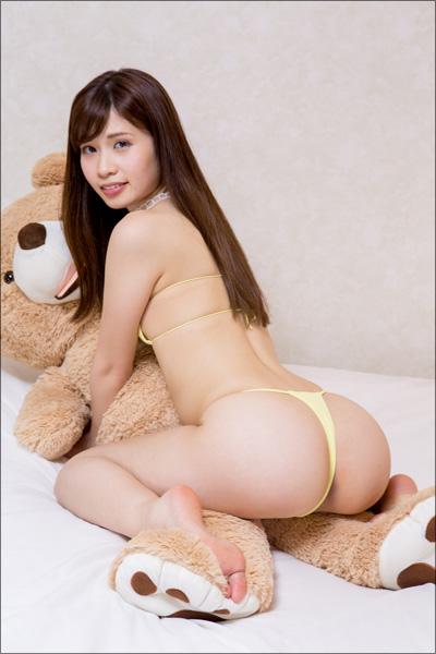 可憐な美少女が魅せる極上ヒップ! お嬢様系グラドル・佐藤理亜、桃尻にパンティが食い込む過激シーンの画像2