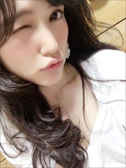美脚を見せつけ美乳をチラリ! 極上スタイルを誇る関西のフリーアナ・三島ゆかりの画像1
