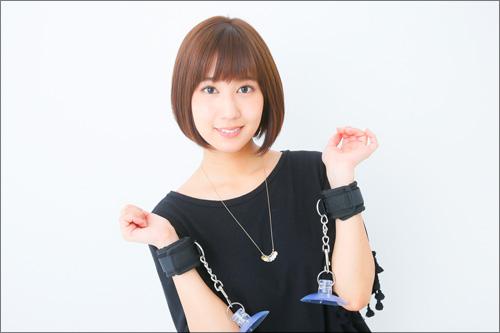 動けない相手をイタズラするのが大好き♪ AV女優・湊莉久、手枷を使った拘束プレイでSっ気全開!の画像3