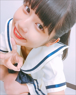 注目アイドル・鹿目凛、セーラー服ショットでファンを魅了! 刺激的なメガネビキニにも興奮の声の画像1