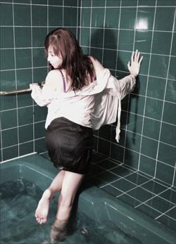 グラビア界のリビングレジェンド・杉原杏璃、びしょ濡れスーツ姿に「さすがのエロス」とファン大興奮!の画像1