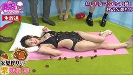 「クリに感情移入する女」小柳歩、変形水着姿でクリをイジられ身悶える!の画像1