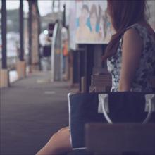 【エロ体験談】電車の中で股を広げていたミニスカワンピの女、駅に着いて男のアレを咥える~ある日のエロ目撃談~