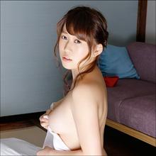 おじさんにイタズラされまくる! グラドル・豊田瀬里奈、怯えながら巨乳を見せつける従順美女