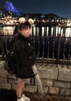 「最強合法ロリ巨乳」長澤茉里奈、普通に小学生にしか見えない夢の国ショットにファンも驚愕!の画像1
