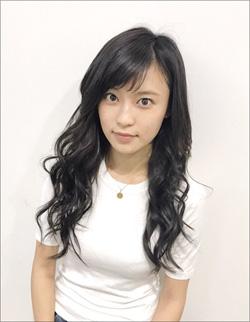 小島瑠璃子、男に媚びを売りまくる厄介な新人OLを熱演! 「胸のカタチが丸わかり」な衣装でもファン魅了の画像1