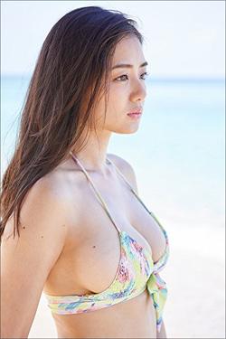 「神ボディ」片山萌美、セカンドDVDは水着ショット満載!? 3月発売の作品がいきなりAmazonランキングで1位獲得!の画像1