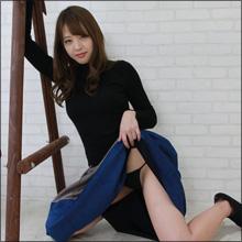 """「露出狂なお姉さんは好きですか?」吉野七宝実、ハレンチな""""胸揉みムービー""""にファン大興奮!"""