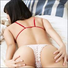 【SNSセクシー】爆乳&巨尻ショット! おめでたい紅白衣装のグラマラス美女たち