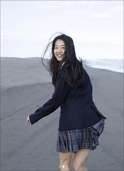 現役JKの超逸材・夢乃、初グラビアで魅せた圧巻ボディが大絶賛!の画像1