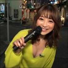 鈴木奈々、谷間全開のセクシーリポ! エロすぎる胸チラの連発に視聴者大興奮