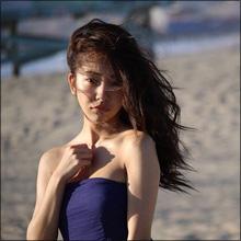 板野友美、4th写真集で初のランジェリーカット! 谷間露出のナチュラルセクシーにファンの期待高まる