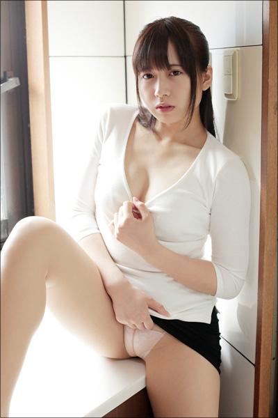 現役アイドルの限界セクシー! 桜りん、極上のFカップボディで生徒を誘うイケない家庭教師にの画像2