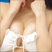 下町のマリリンモンロー・平塚奈菜、すっごいハイレグ水着でマッサージされ思わず悶える!