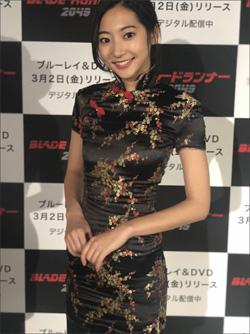 武田玲奈、色気あふれるチャイナドレス姿! 究極のスレンダーボディに絶賛コメント続出の画像1
