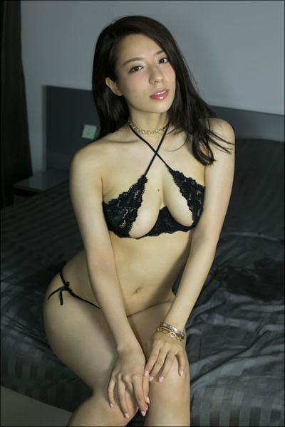 胸もお尻も最高級! 美形グラドル・小瀬田麻由、女子アナに扮して甘美な魅力を放つDVDの画像6